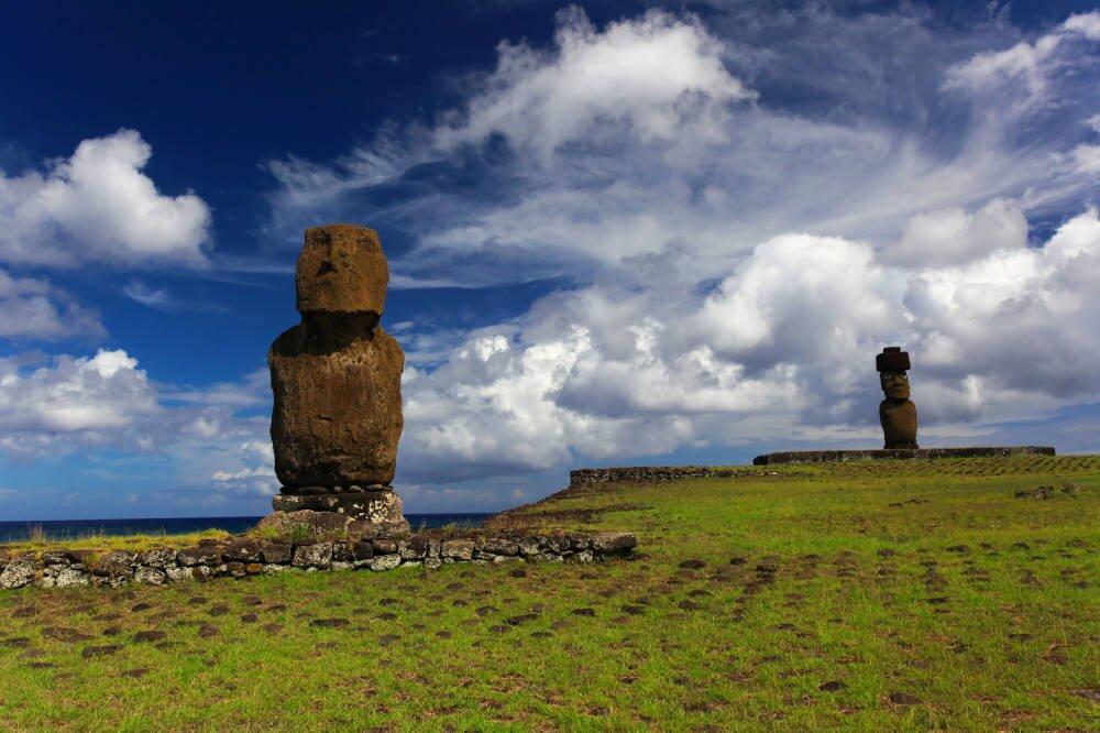 Tajemnicze kamienne posągi na Rapa Nui, Wyspa Wielkanocna, Chile