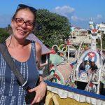 Uśmiechnięta kobieta w Fusterlandii na Kubie