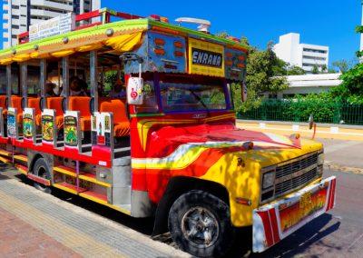 Kolorowy i tradycyjny autobus w Kolumbii, transport publiczny w Kolumbii