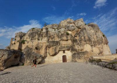 Wykute w skałach kościoły i domy są największą atrakcją Matery, Italia