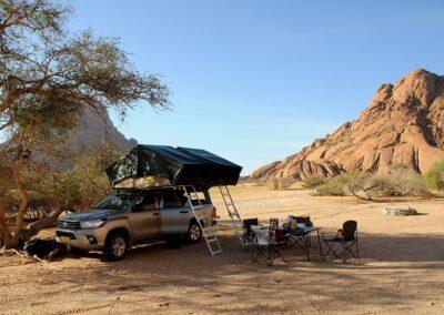 Namibia, namiot w Afrycie najbezpieczniej rozbijemy na dachu, nawet na zorganizowanych kempingach